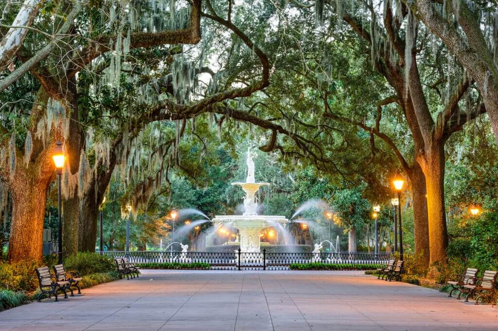 Savannah, Georgia, at Forsyth Park Fountain.7 Inexpensive Places to Go for Spring Break in the US featured by top US travel blogger, Marcie in Mommyland: