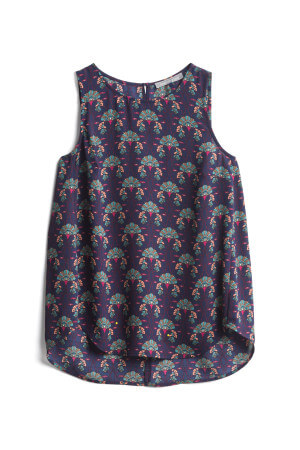 For warmer fall days, wear this sleeveless blouse with a pair of jeans for cute fall fashion