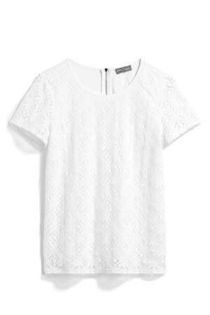 Cute white top that's a perfect fall fashion top to wear with skinny jeans