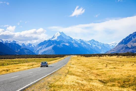 Best Tips for a Road Trip While Pregnant featured by top US travel blogger, Marcie in Mommyland | When you go on a road trip while pregnant, be sure to take frequent stops