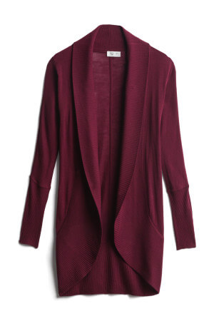 For cooler fall days, throw on this warm cardigan sweater perfect for fall fashion