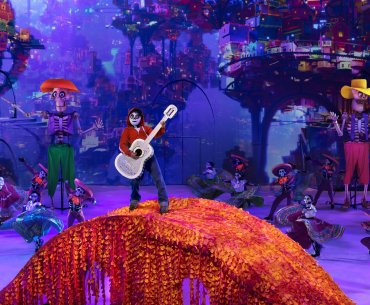 Disney on Ice: Mickey's Search Party show featured by top US Disney blogger, Marcie in Mommyland | Find out what to expect with Disney on Ice: Mickey's Search Party from top Disney blogger Marcie in Mommyland