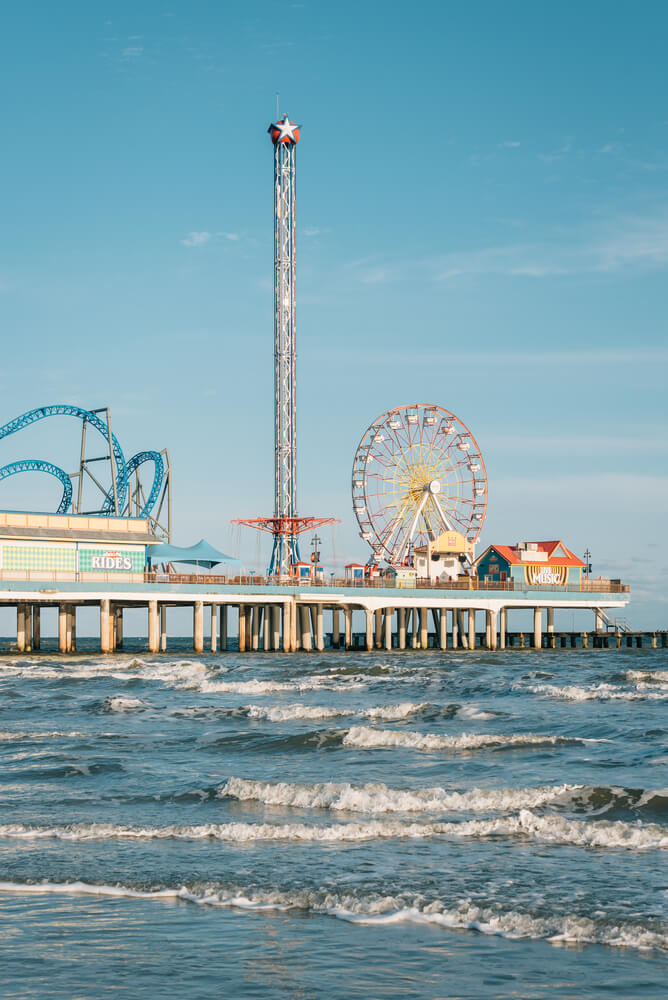 7 Inexpensive Places to Go for Spring Break in the US featured by top US travel blogger, Marcie in Mommyland: The Galveston Island Historic Pleasure Pier, in Galveston, Texas