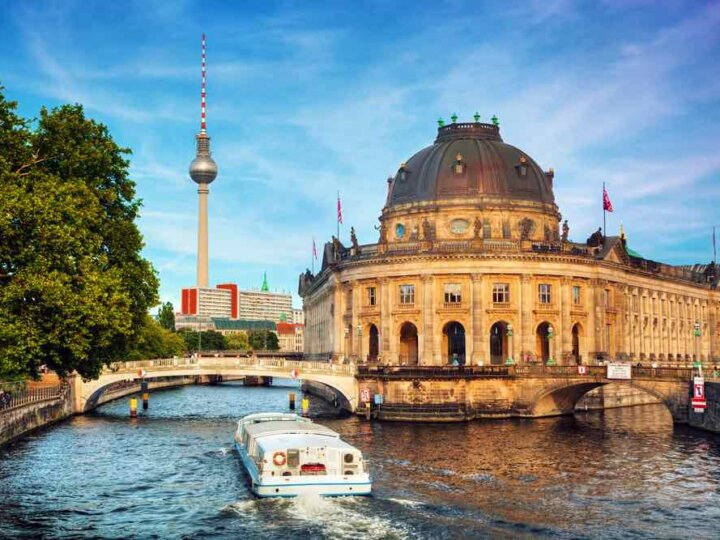 Germany on a Budget: 4 Top Travel Tips for Planning a Trip to Germany on a Shoestring featured by top family travel blogger, Marcie in Mommyland