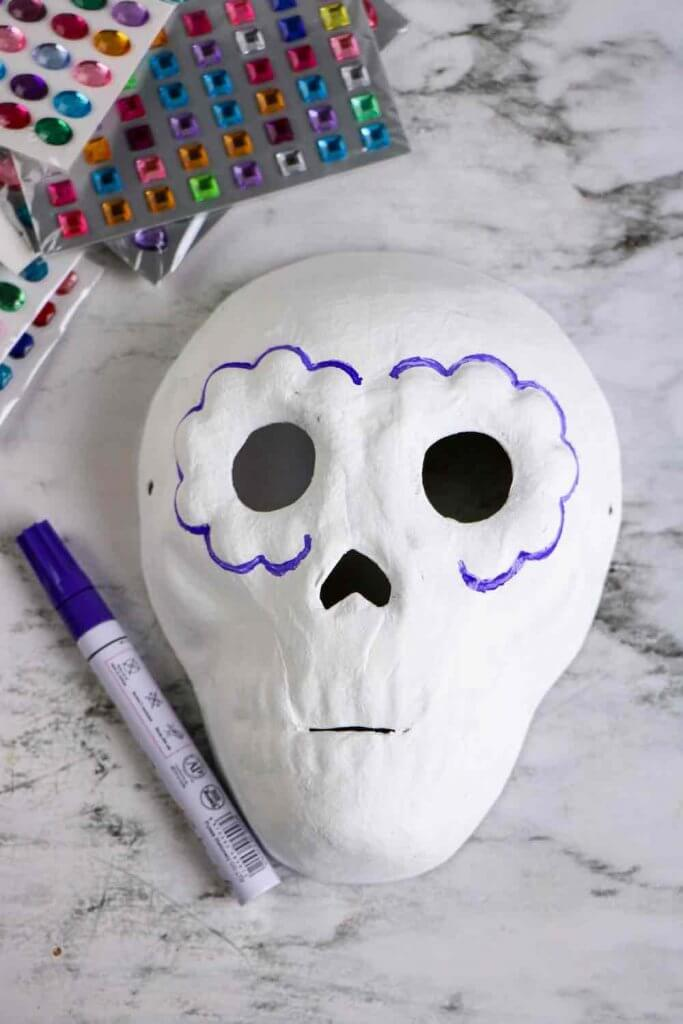 Dia de los Muertos Project for Kids: Sugar Skull Craft featured by top Seattle lifestyle blogger, Marcie in Mommyland: paint the skull white