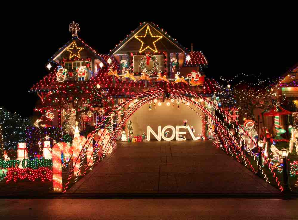 15 Free Festive Christmas Traditions That Don't Cost a Dime featured by top Seattle lifestyle blogger, Marcie in Mommyland: Go on a walk and check out cool Christmas lights this year. Image of a house with a huge light display.