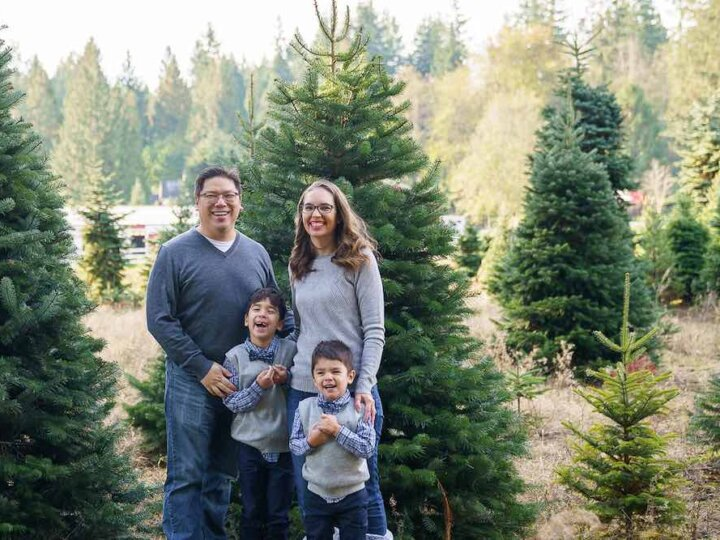 How to take your own DIY Christmas Family Portraits, tips featured by top Seattle lifestyle blogger, Marcie in Mommyland
