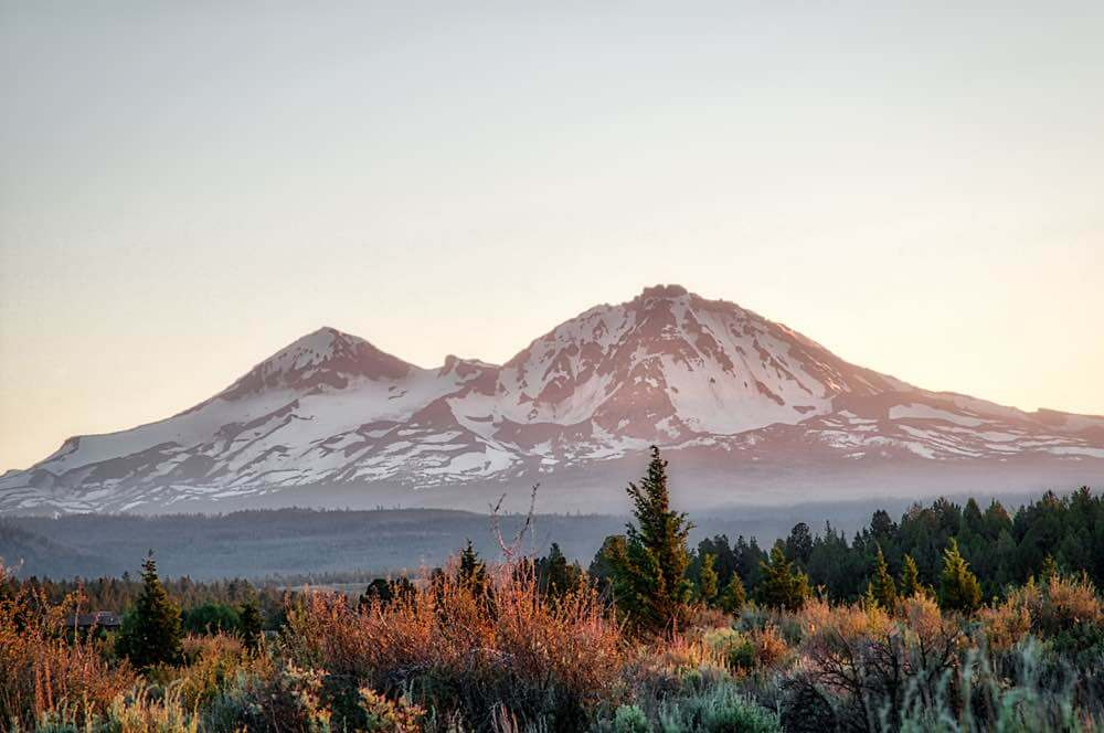 Best Winter Weekend Getaways from Seattle featured by top Seattle travel blogger, Marcie in Mommyland: Image of Mountains outside of Sisters, Oregon under the clear late afternoon sky