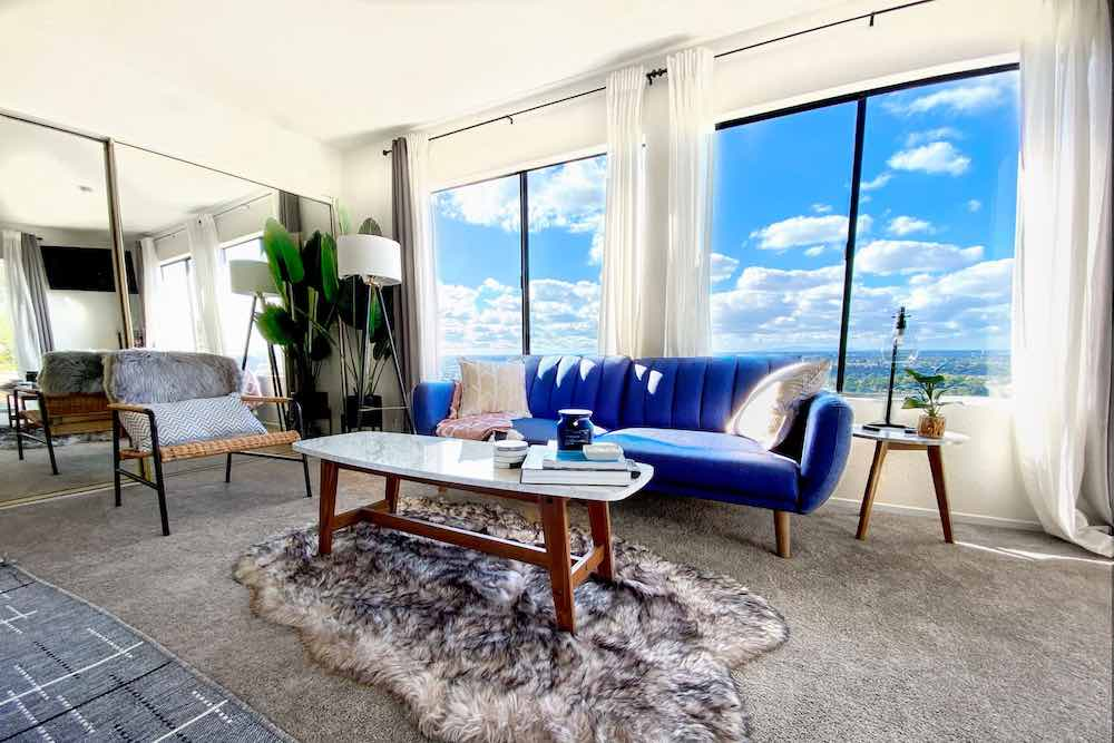 Top 7 Best Airbnbs for Christmas in the US featured by top US travel blogger, Marcie in Mommyland: Looking for a sunny Christmas getaway? Head to Newport Beach! Image of a modern house with a skyline view of California