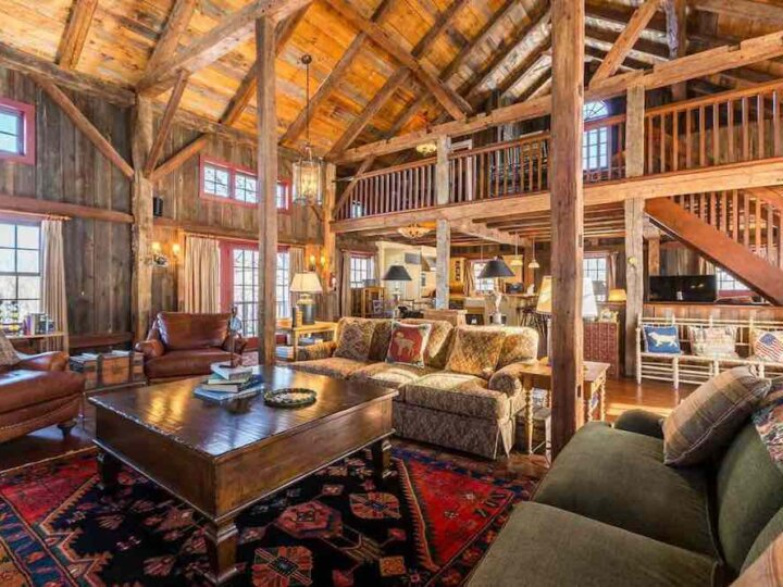 Top 7 Best Airbnbs for Christmas in the US featured by top US travel blogger, Marcie in Mommyland: Gather the family and stay in this gorgeous cabin in Woodstock Vermont this Christmas. Image of a huge wood cabin.