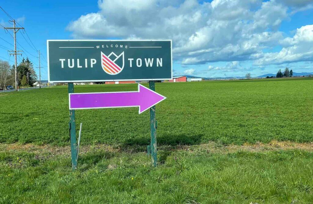 Image of the Tulip Town sign at the Skagit Valley Tulip Festival.