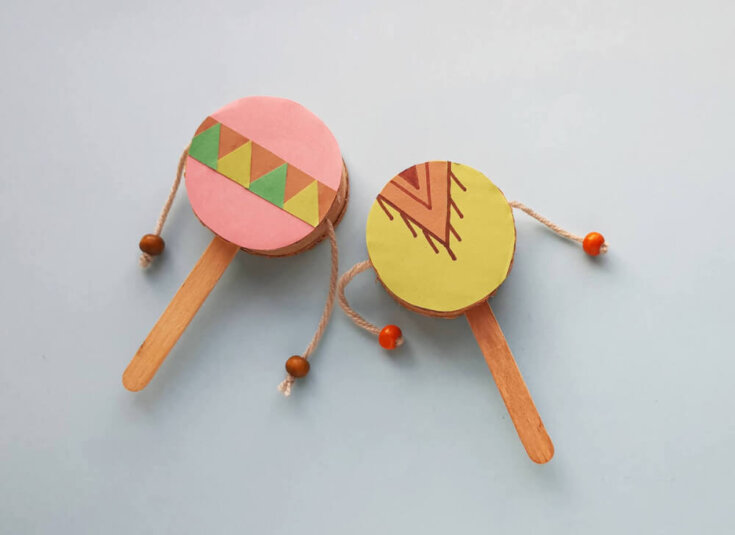 Find out how to make this Native American spin drum craft for kids by top Seattle blog Marcie in Mommyland. Image of a colorful Native American craft drum