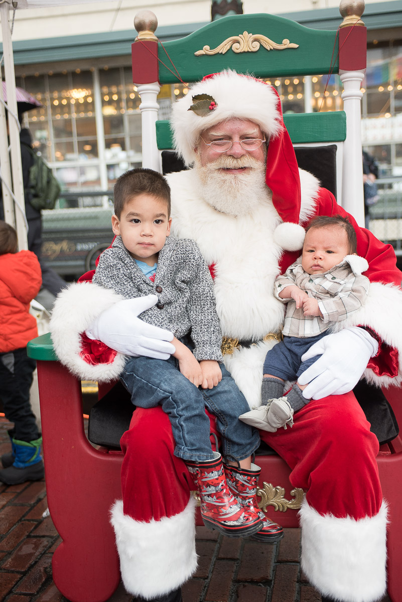 Magic in the Market at Pike Place Market in Seattle | Christmas in Seattle featured by top Seattle blogger, Marcie in Mommyland